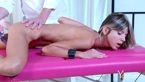 Masaj erotic si sesiune de masturbare pentru Gina Gerson